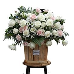 Giỏ hoa hồng trắng